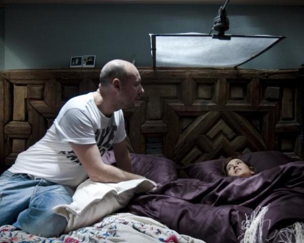 Balagueró dando indicaciones a Etura en Mientras duermes